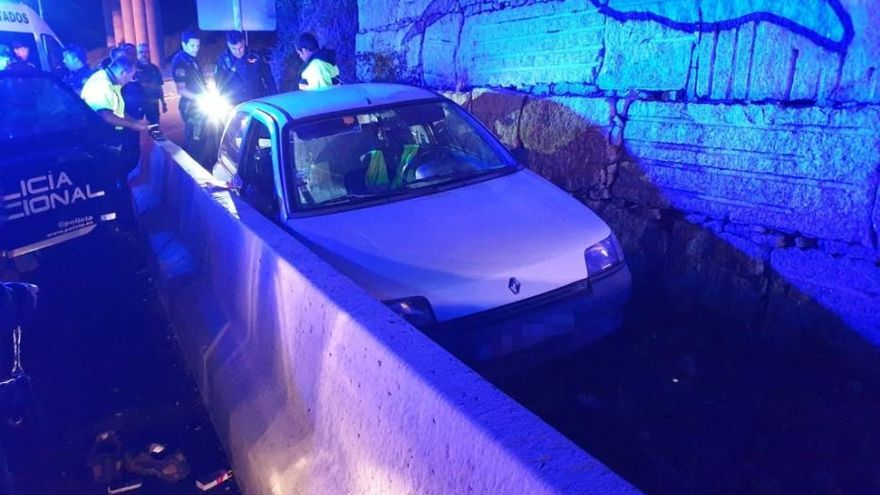 Un 'kamikaze' en Vigo se estrella contra un coche de la Guardia Civil tras huir 14 km de la Policía