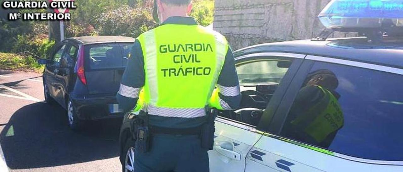 Agente de la Guardia Civil de tráfico del subsector de Porriño.   | // FDV