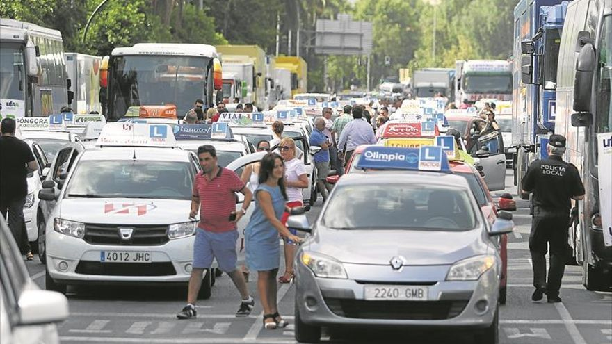 La huelga de examinadores de Tráfico ya ha retrasado más de 3.000 pruebas
