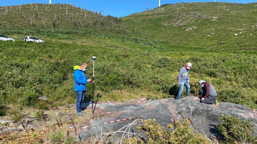 El CSIC investiga el petroglifo Laxe dos Bolos en Caldas