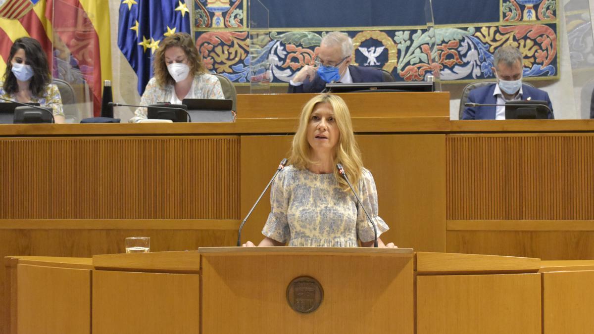 La portavoz adjunta del PP, Mar Vaquero, interviene en el pleno.