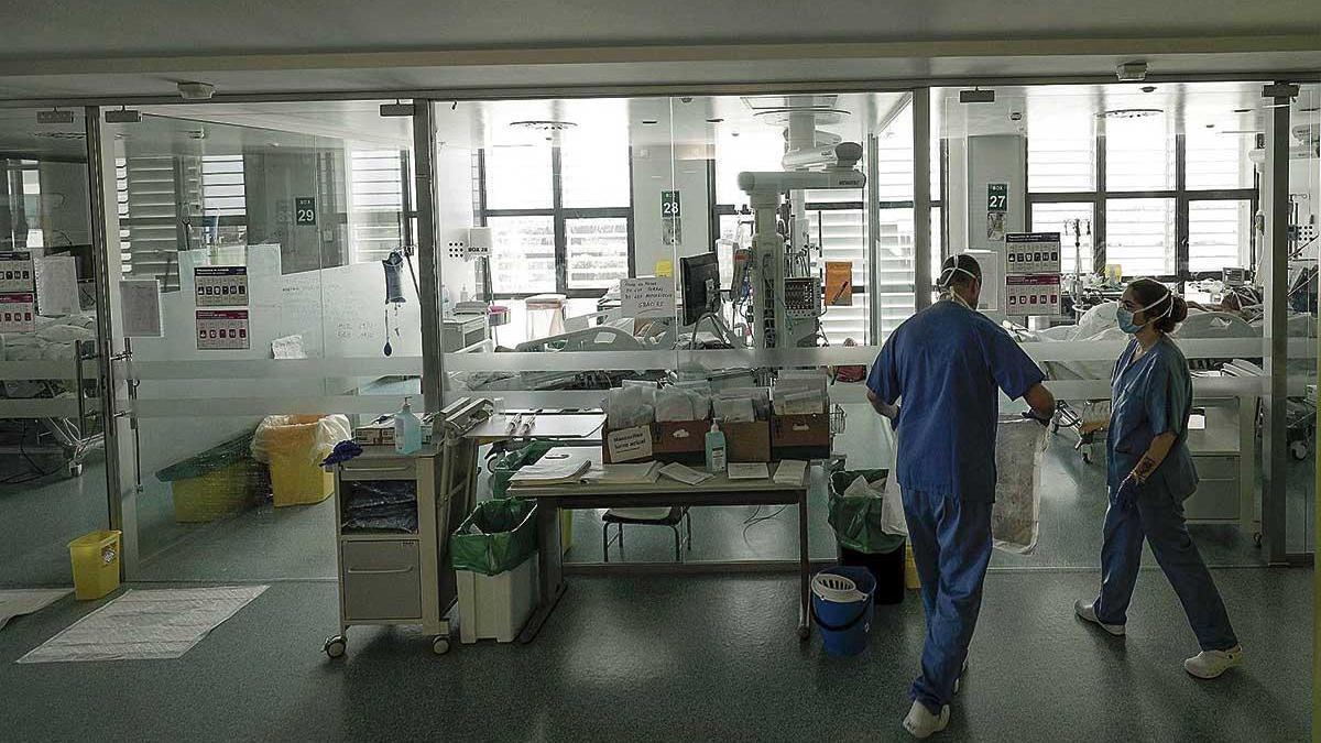 Una UCI de Son Espases, preparada para atender a un paciente con Covid-19 durante esta pandemia.