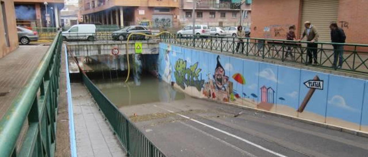Afloran aguas residuales en el barrio Lauri Volpi