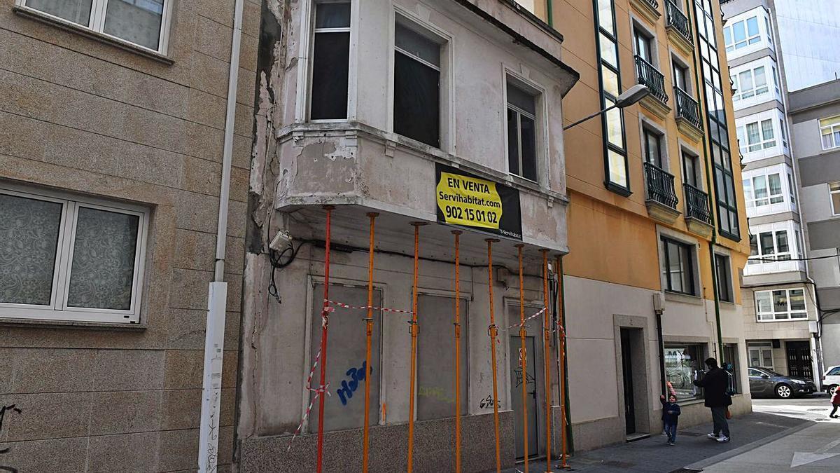 Edificio de la calle San Fernando, en Monte Alto, propiedad de la Sareb. |   // VÍCTOR ECHAVE