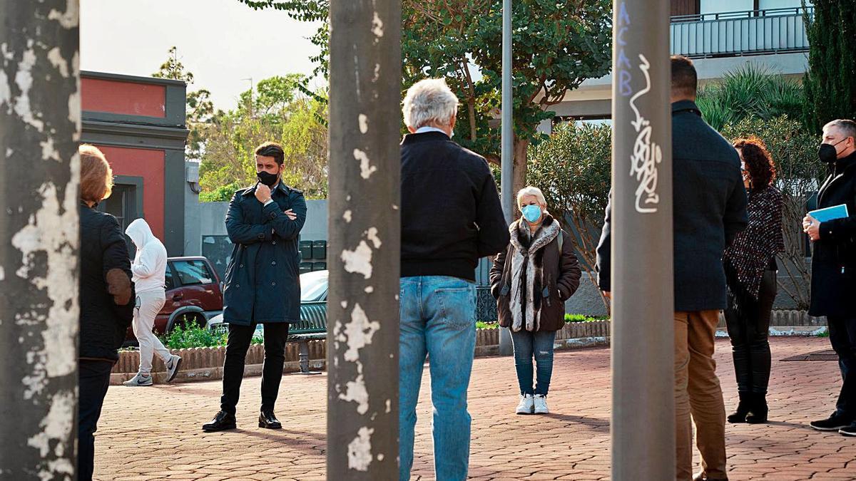 Una visita del alcalde a la plaza Domingo Cruz Cabrera.