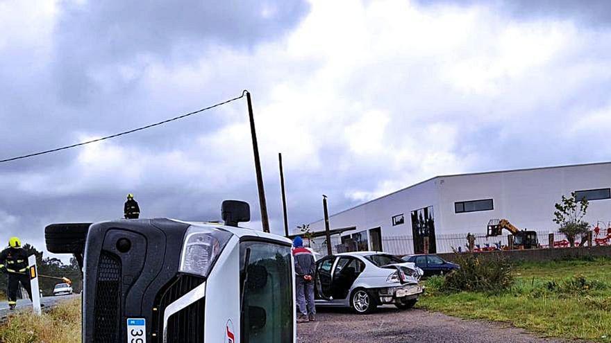 Un herido en una colisión por alcance en Teixeiro