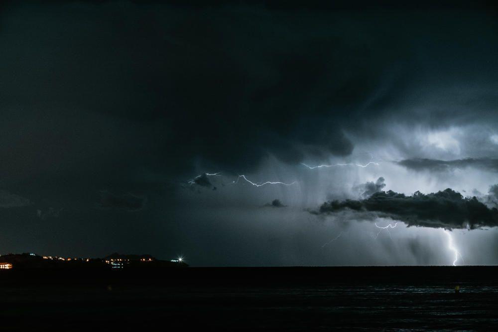 La gota fría deja imágenes impresionantes de la costa alicantina