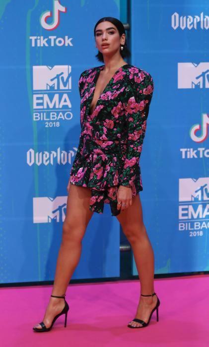 Singer Dua Lipa arrives at the 2018 MTV Europe ...
