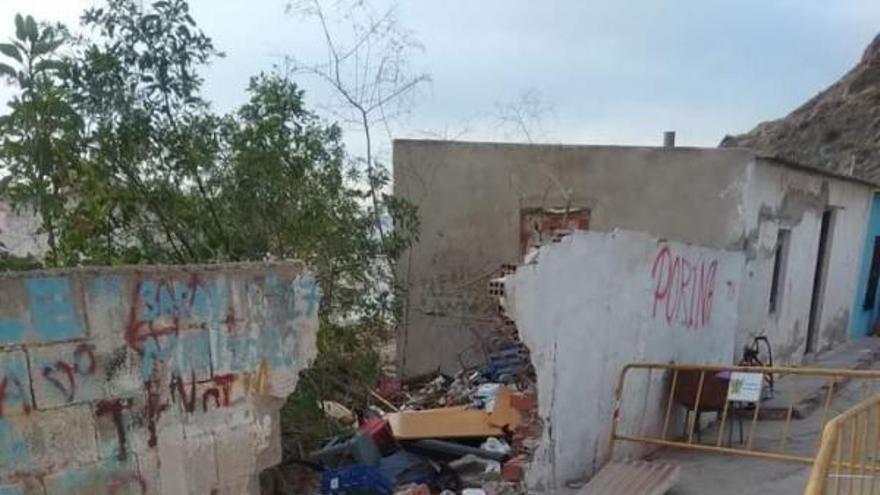Los vecinos de la calle de Callosa de Segura que se hunde reciben la orden de desalojo de sus viviendas