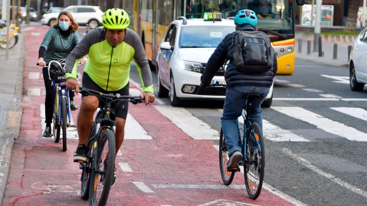 Cyclists in Las Palmas de Gran Canaria.