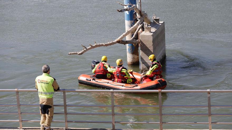 La búsqueda del niño desaparecido en el Ebro continúa aguas abajo