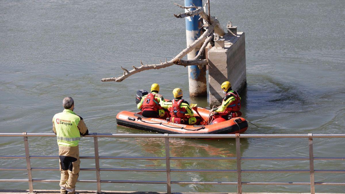 Los bomberos continúan buscando en el río a Karim