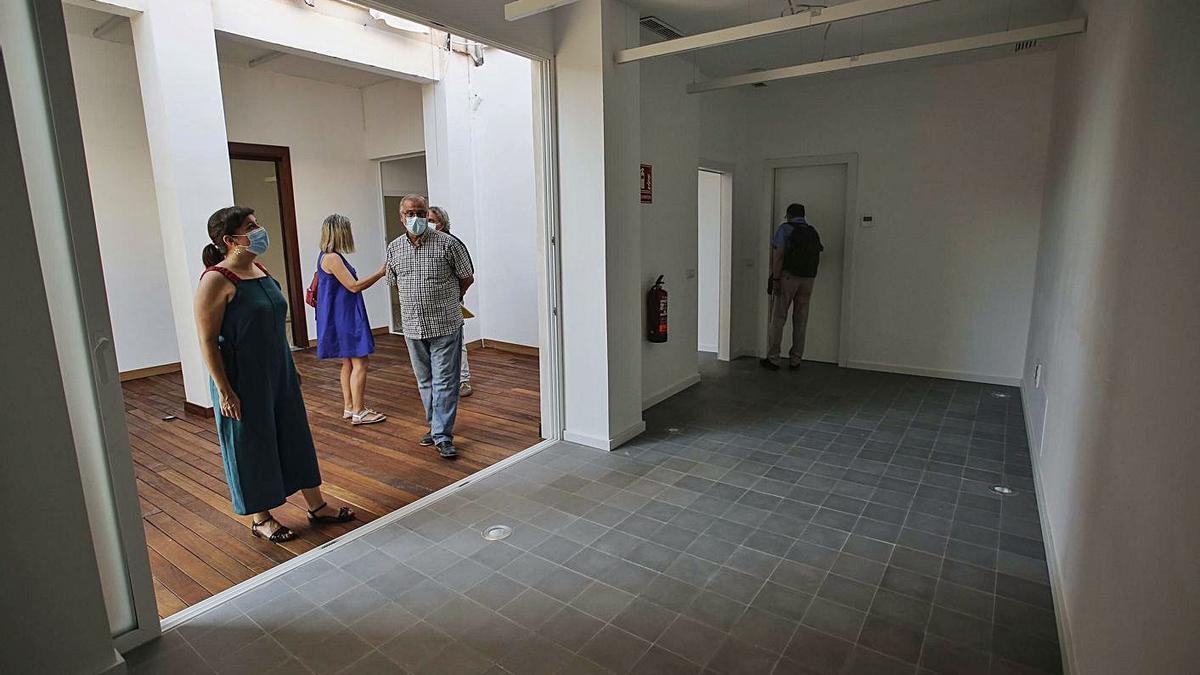 Isabel Lozano visitó ayer las instalaciones del nuevo servicio. | LEVANTE-EMV