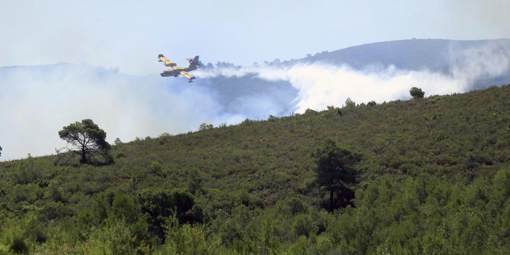El incendio forestal que se inició ayer por la tarde en el término municipal de Gátova