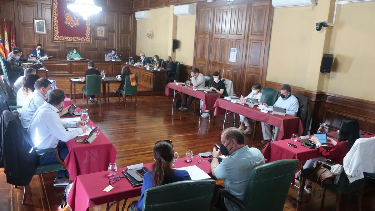Sesión plenaria celebrada en el Ayuntamiento de Teruel