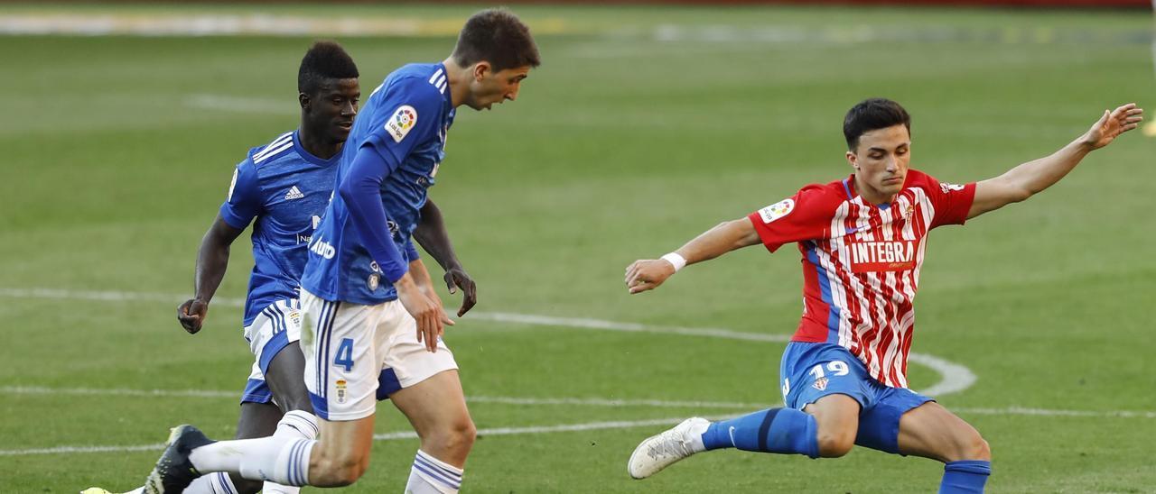 Manu García, en el derbi ante el Oviedo.