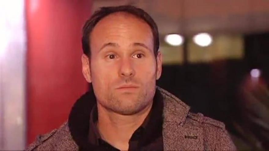 Mateu Lahoz llega a España tras arbitrar el encuentro entre Francia y Alemania