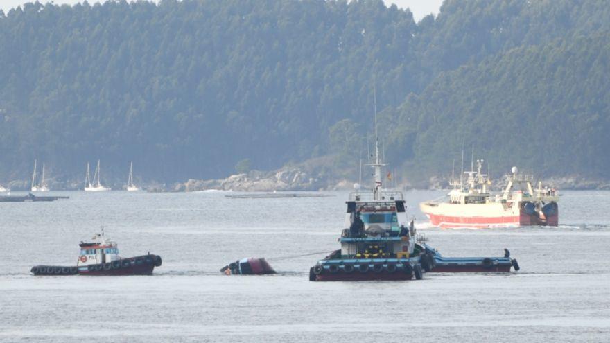Un fallecido al volcar un remolcador en las inmediaciones del Puerto de Marín