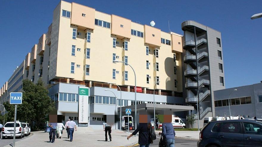 Un turismo vuelca en Los Asperones y sus cinco ocupantes salen heridos