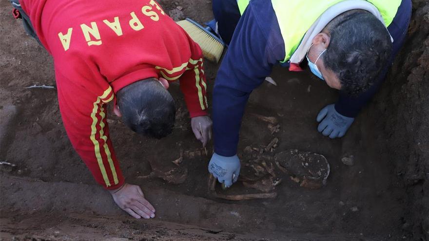 Elevan a 5.000 el número de personas inhumadas en las fosas de los cementerios de Córdoba