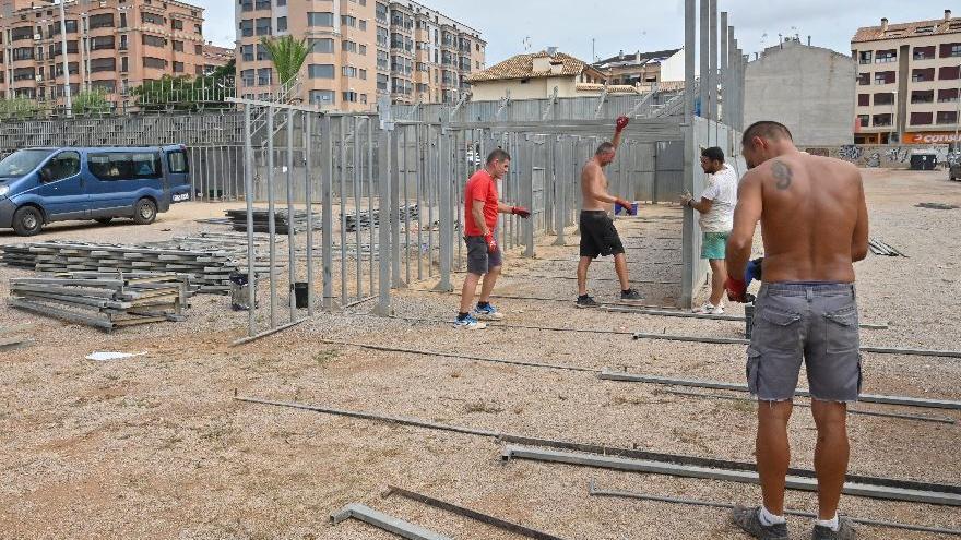 Vila-real dicta el bando para los casals y monta la plaza de toros para las fiestas
