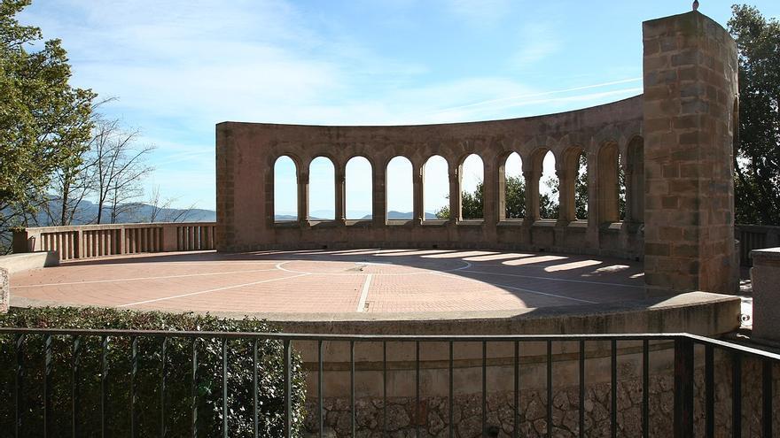 El Parlament exigeix la retirada del monument franquista de Montserrat