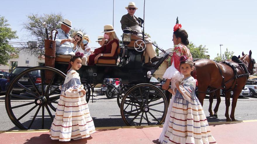 Carruajes y caballistas llevan la Feria a la calle María la Judía