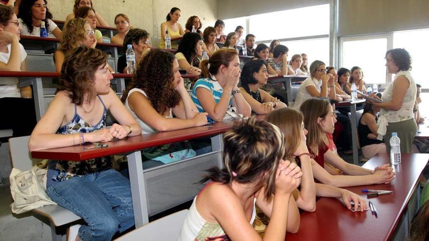 Educación amplía en medio centenar las plazas para las oposiciones a Secundaria