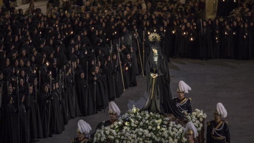 La cofradía zamorana de Jesús Nazareno denunciará el uso de la virgen de La Soledad en camisetas de un grupo heavy
