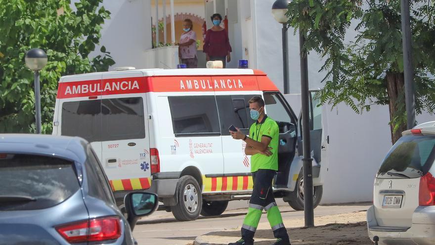 El geriátrico de Pilar de la Horadada dice que la situación está «controlada» tras dos muertos y 67 positivos