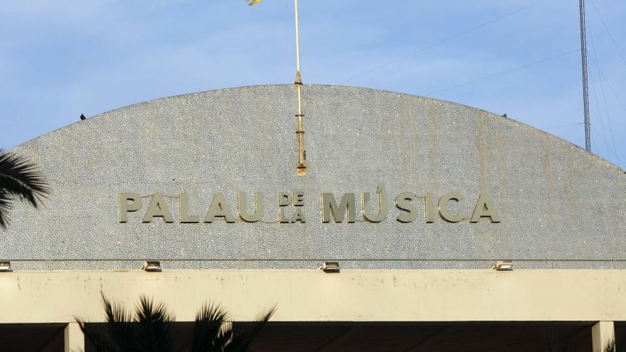 Concluyen las obras para retirar el trencadís del Palau de la Música
