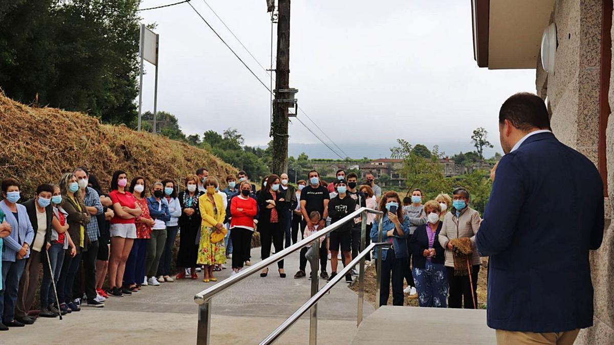 El acto de inauguración del nuevo centro sociocultural de Cutián.