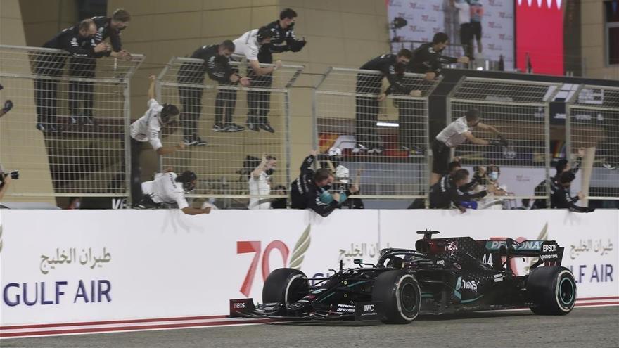 Lewis Hamilton, positivo en covid, no correrá el GP de Bahrein