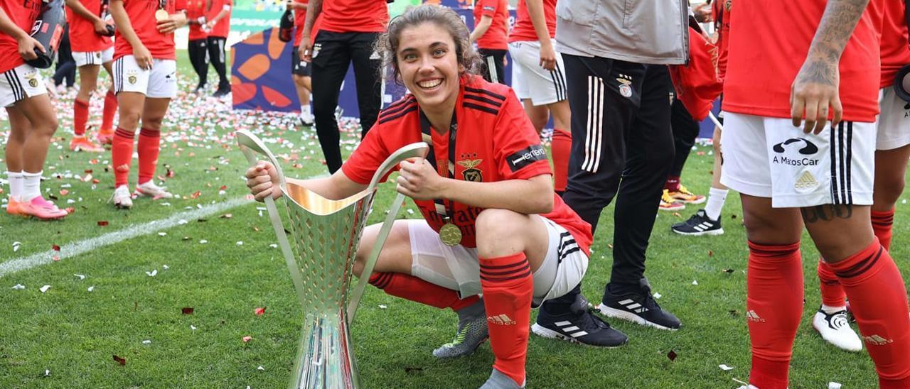 Pauleta, junto a sus compañeras, tras ganar al Sporting el último partido