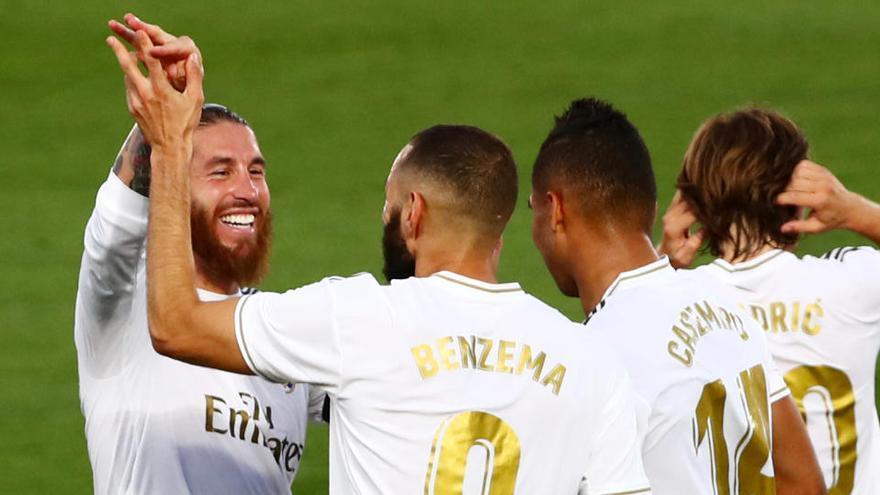 El Madrid fa la feina contra el Vila-real (2-1) i s'assegura el campionat