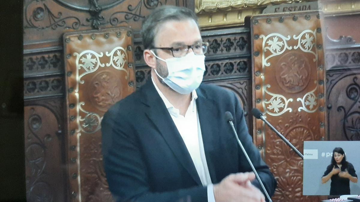El alcalde en su intervención de este mediodía en el pleno.