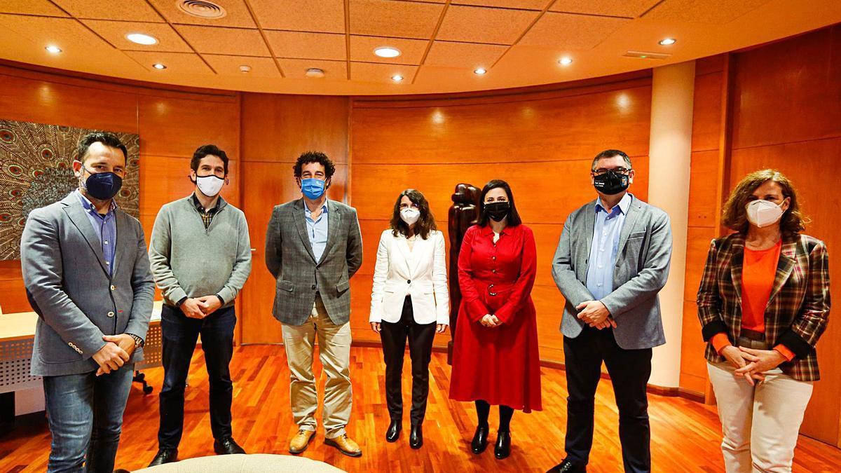 Rafa Ruiz, Juan Calvo, Pedro Puigdengoles, Cristina Martín, MarI Àngels Marí, Ángel Luis Guerrero e Irene Coleman.