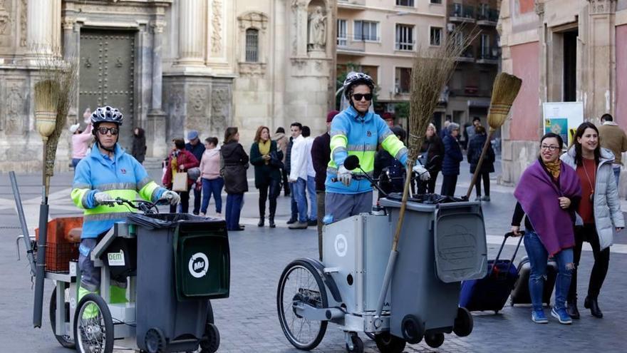 Barrenderos sobre ruedas en Murcia