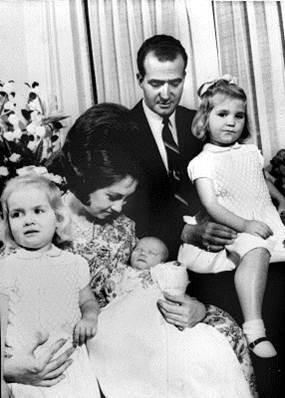 Los Reyes junto con las infantas y un recién nacido Felipe VI en una imagen de 1968.