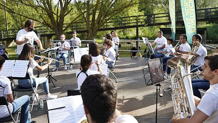 Las Aceñas de Cabañales y la Plaza de la Catedral acogen el XIV festival Hispano- Luso de bandas de música