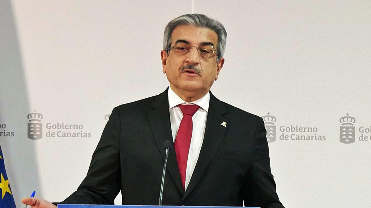El vicepresidente y consejero de Hacienda, Román Rodríguez, en la presentación de la ejecución presupuestaria de 2020.
