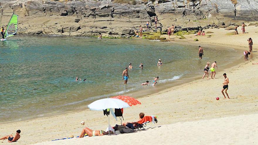 Siete arenales de Cangas optan a la concesión de las banderas azules