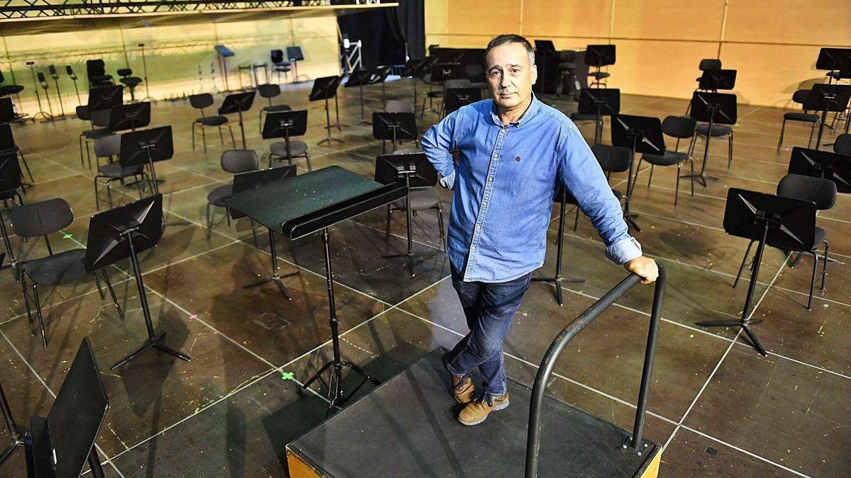 José Manuel Queijo, en el escenario de la Sinfónica, instalado en el Coliseum.