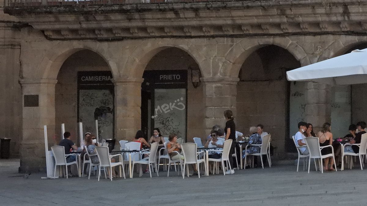 Una terraza de Ourense, este domingo