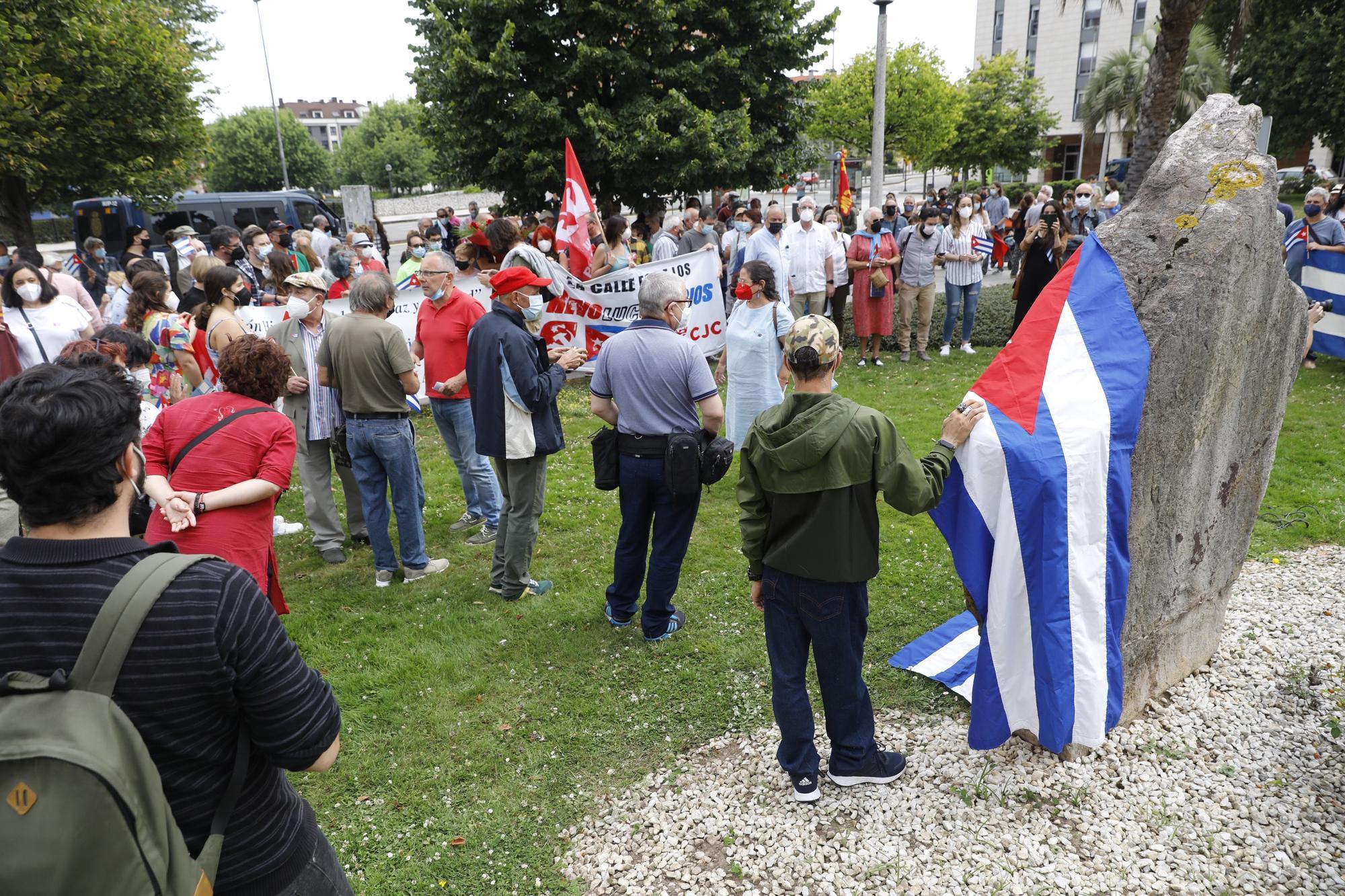 Gijón, Plaza de la Habana, concentración a favor de la revolución cubana