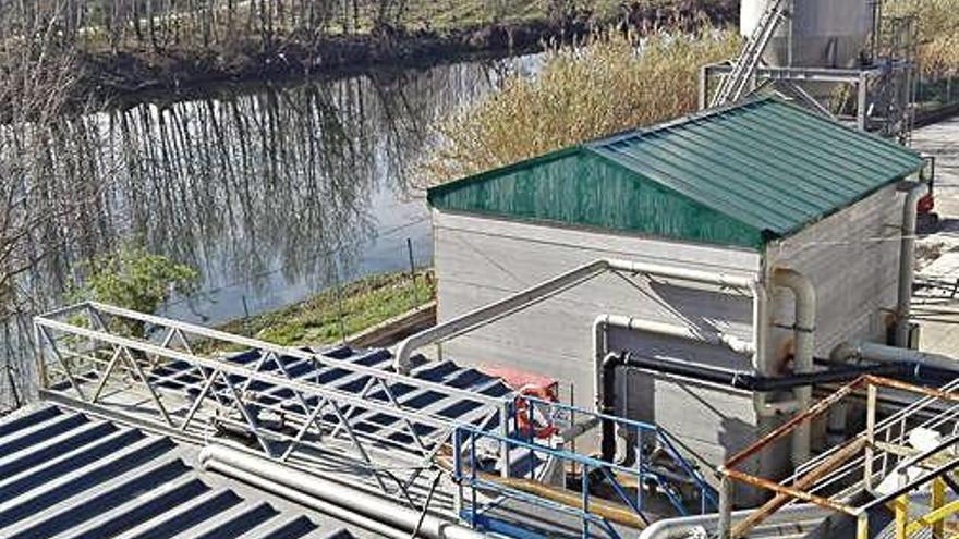 La fàbrica de paper de Sarrià referma el seu compromís amb el Pla de Gestió d'Olors