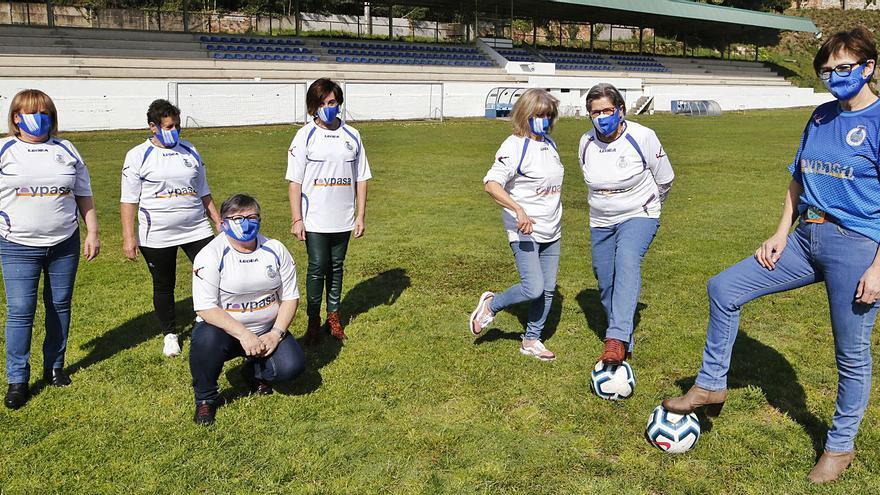 Las pioneras del fútbol femenino en el Val Miñor