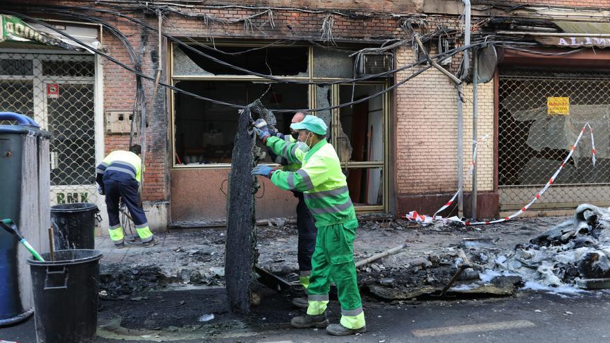 La quema de cuatro contenedores calcina dos locales y daña cuatro vehículos en Palencia