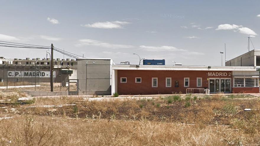 Detenido un expreso por lanzar bolas de tenis con hachís al patio de la cárcel de Alcalá Meco