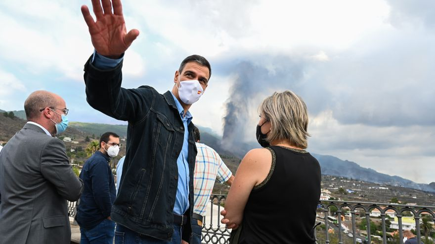 Sánchez visita el puesto de mando avanzado en La Palma